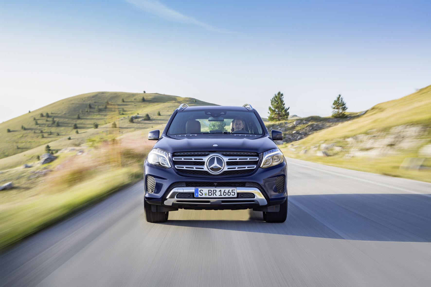 mid Stuttgart - Mit nur dezenten optischen Retuschen, aber unter neuer Bezeichnung tritt jetzt Mercedes' Oberklasse-SUV GLS an.