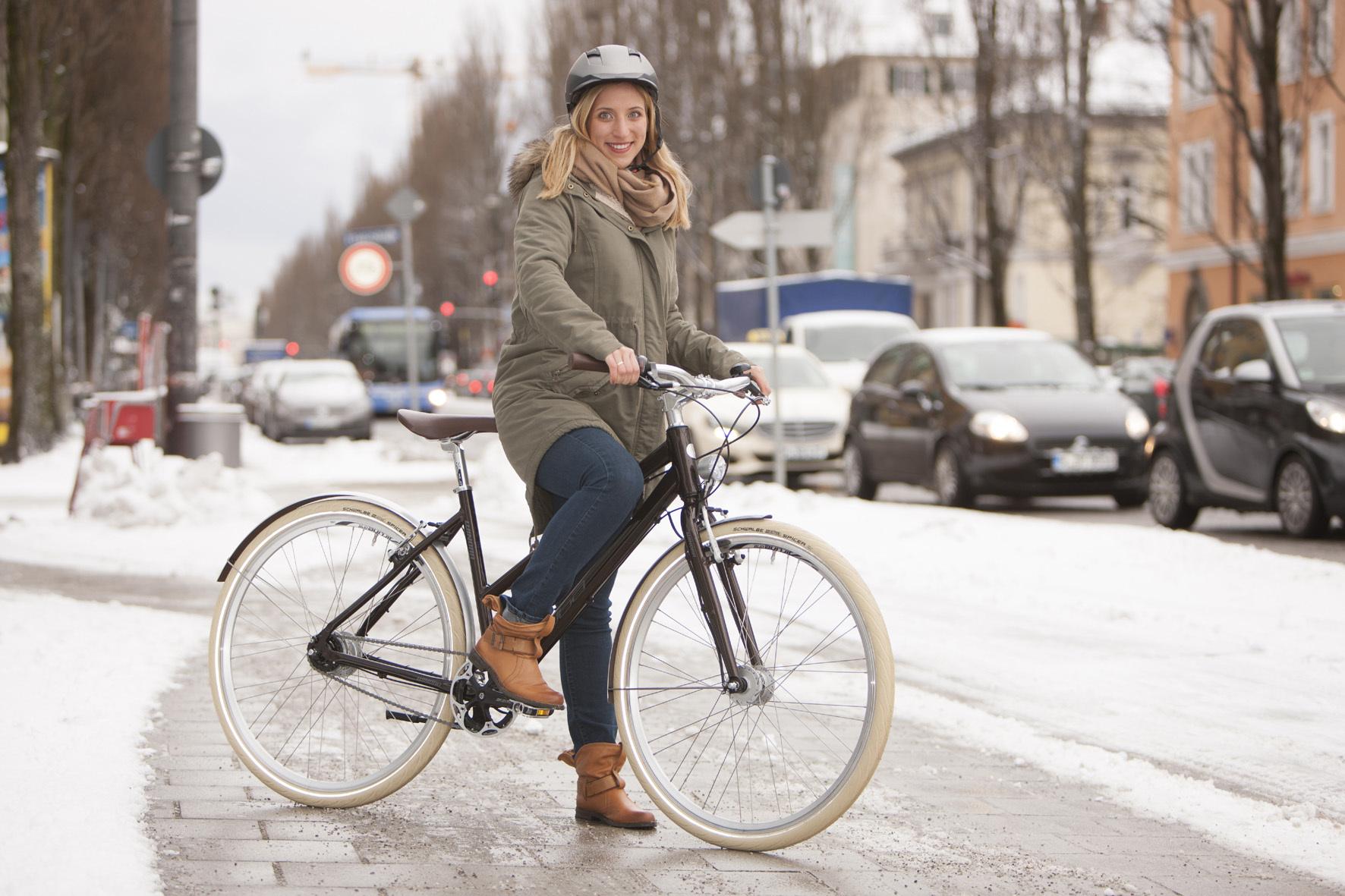 mid Düsseldorf - Mit der richtigen Ausrüstung können Radler auch im Winter in die Pedale treten ohne zu frieren.