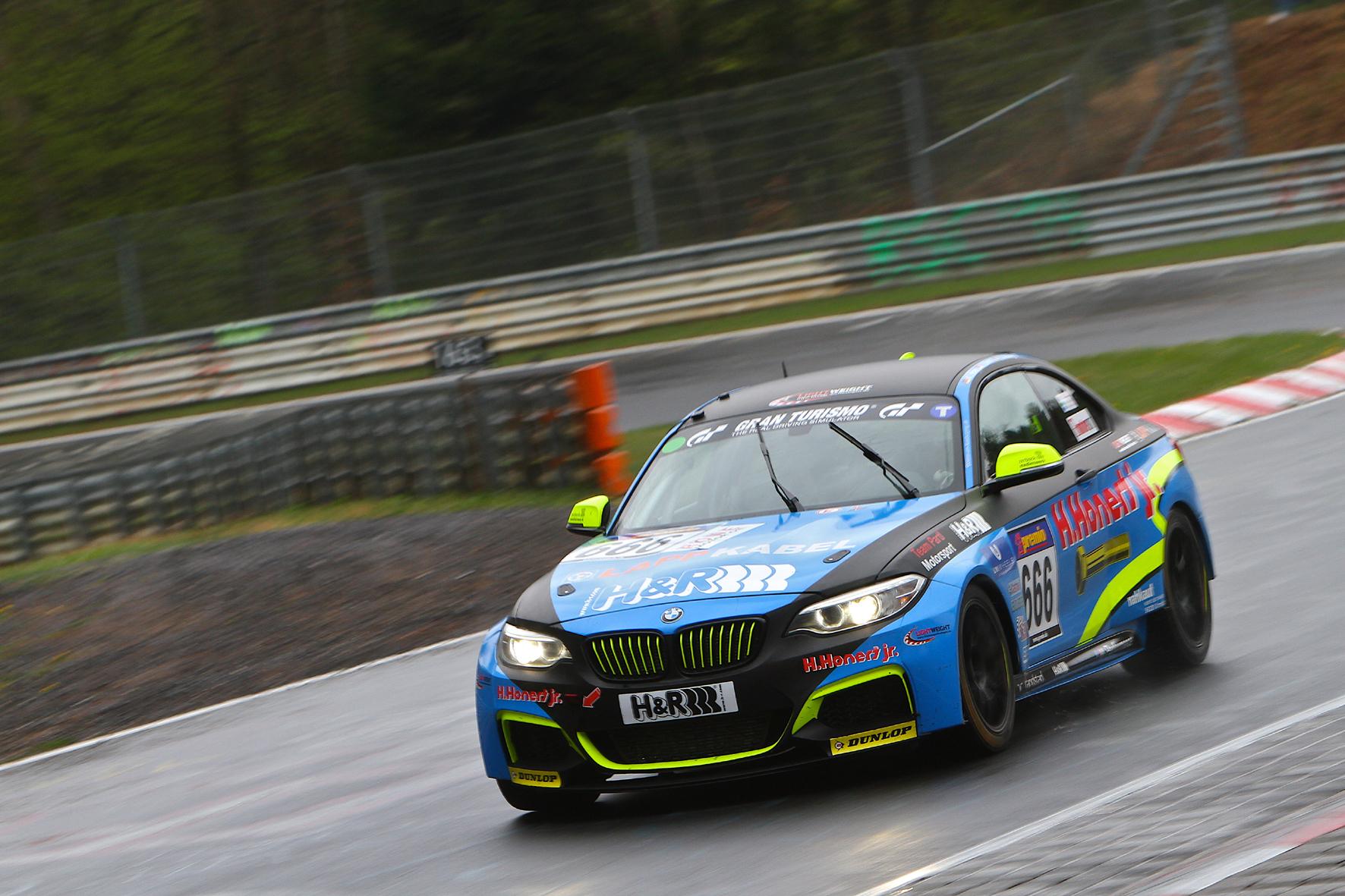 mid Düsseldorf - Das neue Rennsportgetriebe 8P45R von ZF hat jetzt in einem speziell ausgerüsteten BMW M235i Racing seine Feuertaufe auf der Nürburgring Nordschleife bestanden.