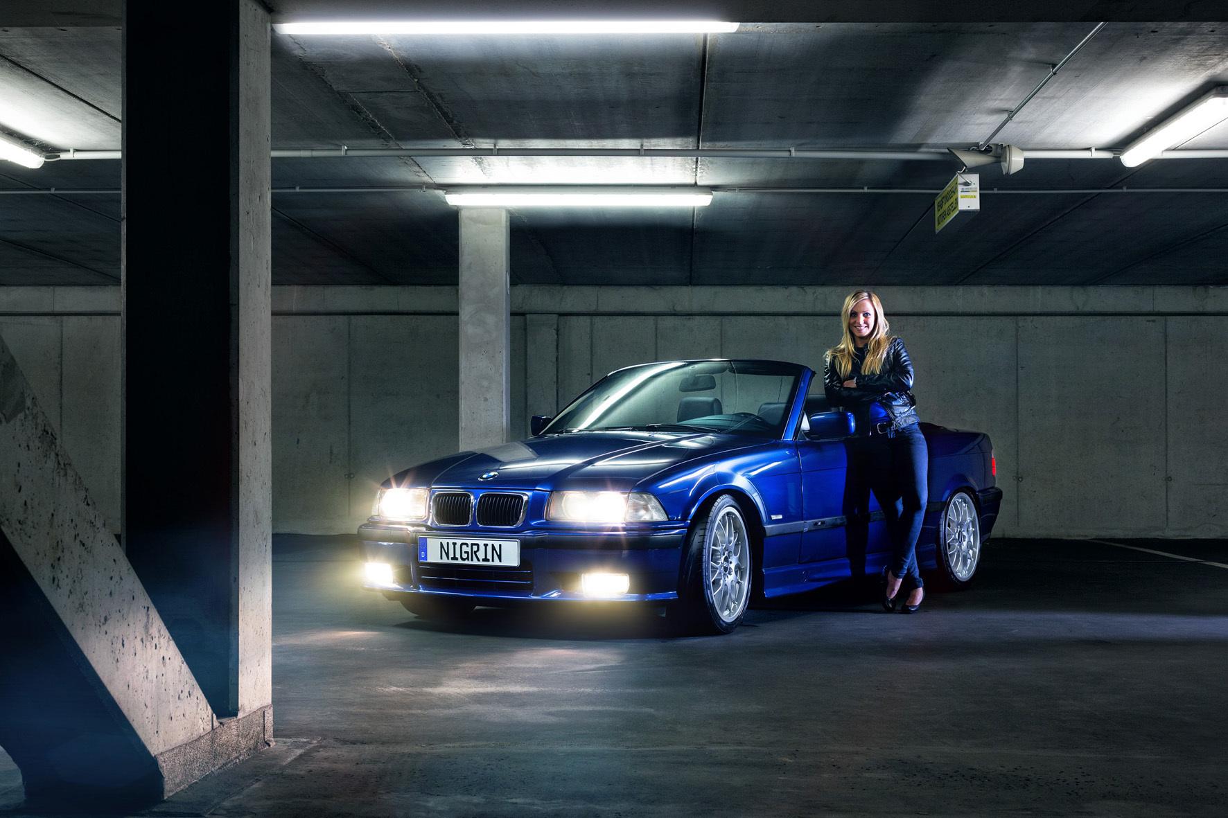 mid Düsseldorf - Aus zwölf Bewerbern wählt Nigrin jetzt seinen Marken-Botschafter für 2016. Drei weibliche Autofans und ihre top gepflegten Schätzchen haben beste Aussichten. Eine von ihnen ist Sabrina mit ihrem BMW 328 Cabriolet.