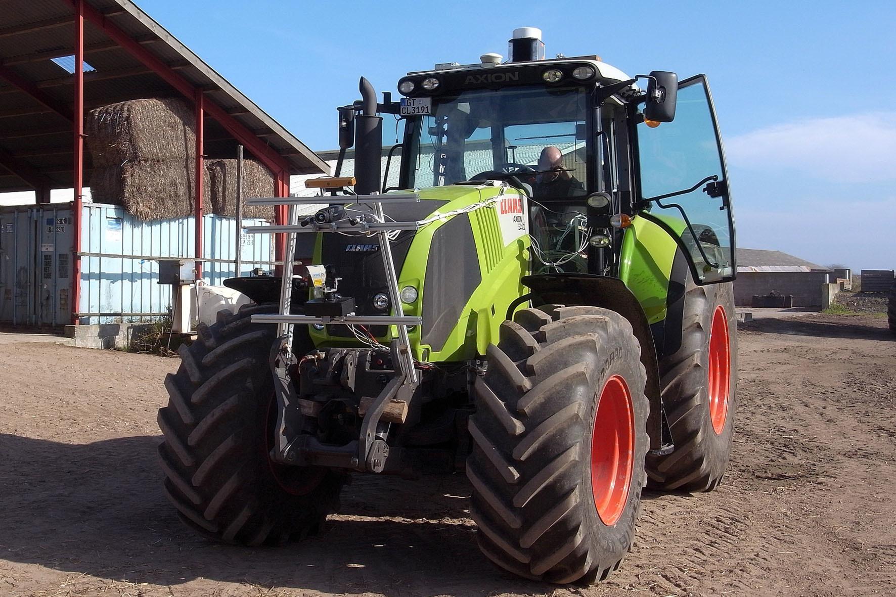 mid Düsseldorf - Vredestein sucht bundesweit nach Landwirten, die seine Schlepperreifen der Traxion-Reihe testen.