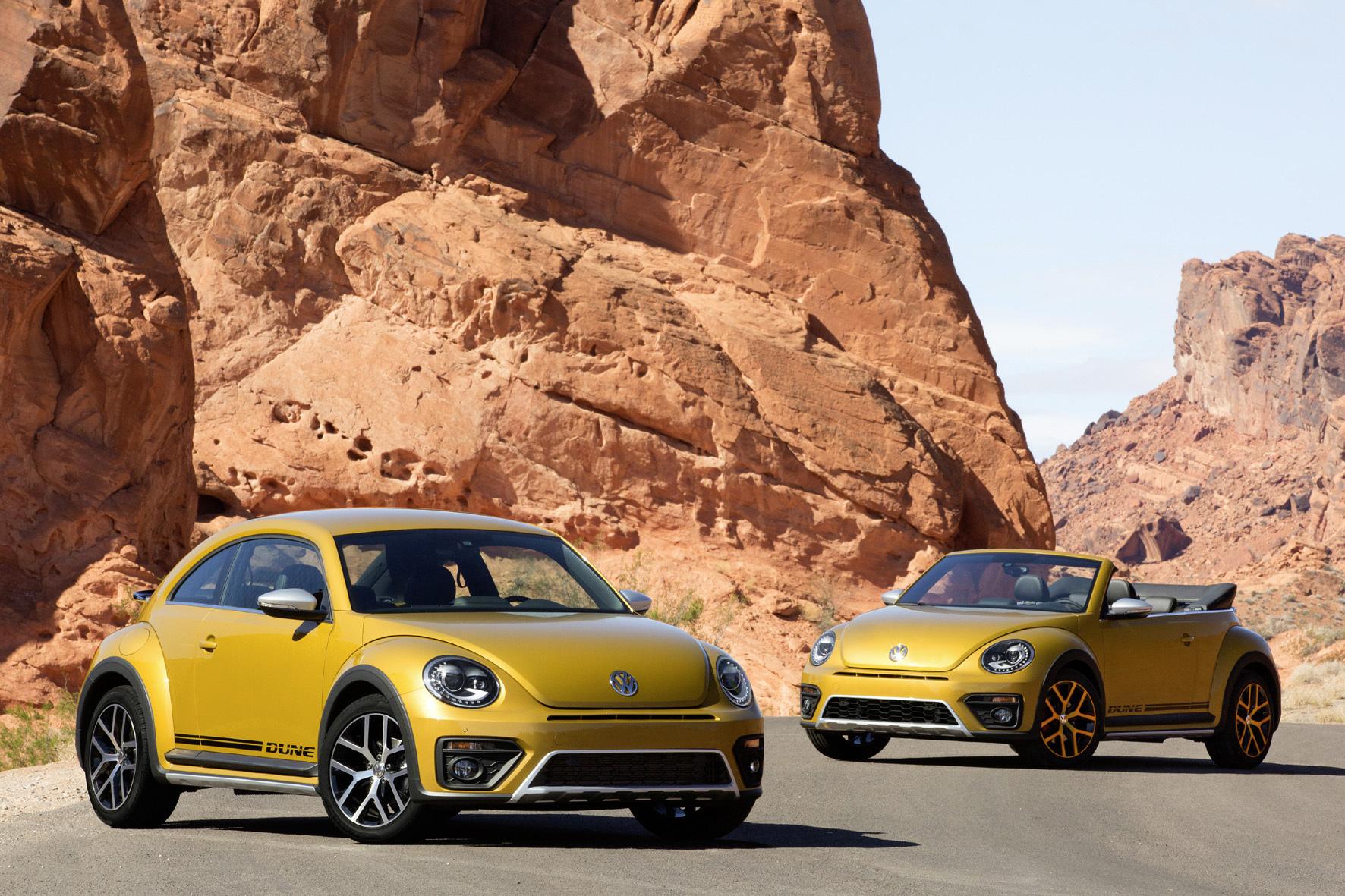 """mid Düsseldorf - Das große Krabbeln in der VW-Modellpalette geht in die nächste Runde: Die neueste Variante des modernen Käfers """"Beetle Dune"""" gibt es ab sofort als Coupé und als Cabriolet."""