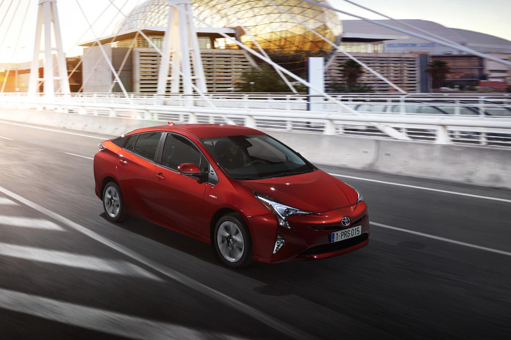 mid Düsseldorf - Runde vier für den Hybrid-Pionier: Im Frühjahr 2016 geht in Deutschland die vierte Generation des Toyota Prius an den Start.