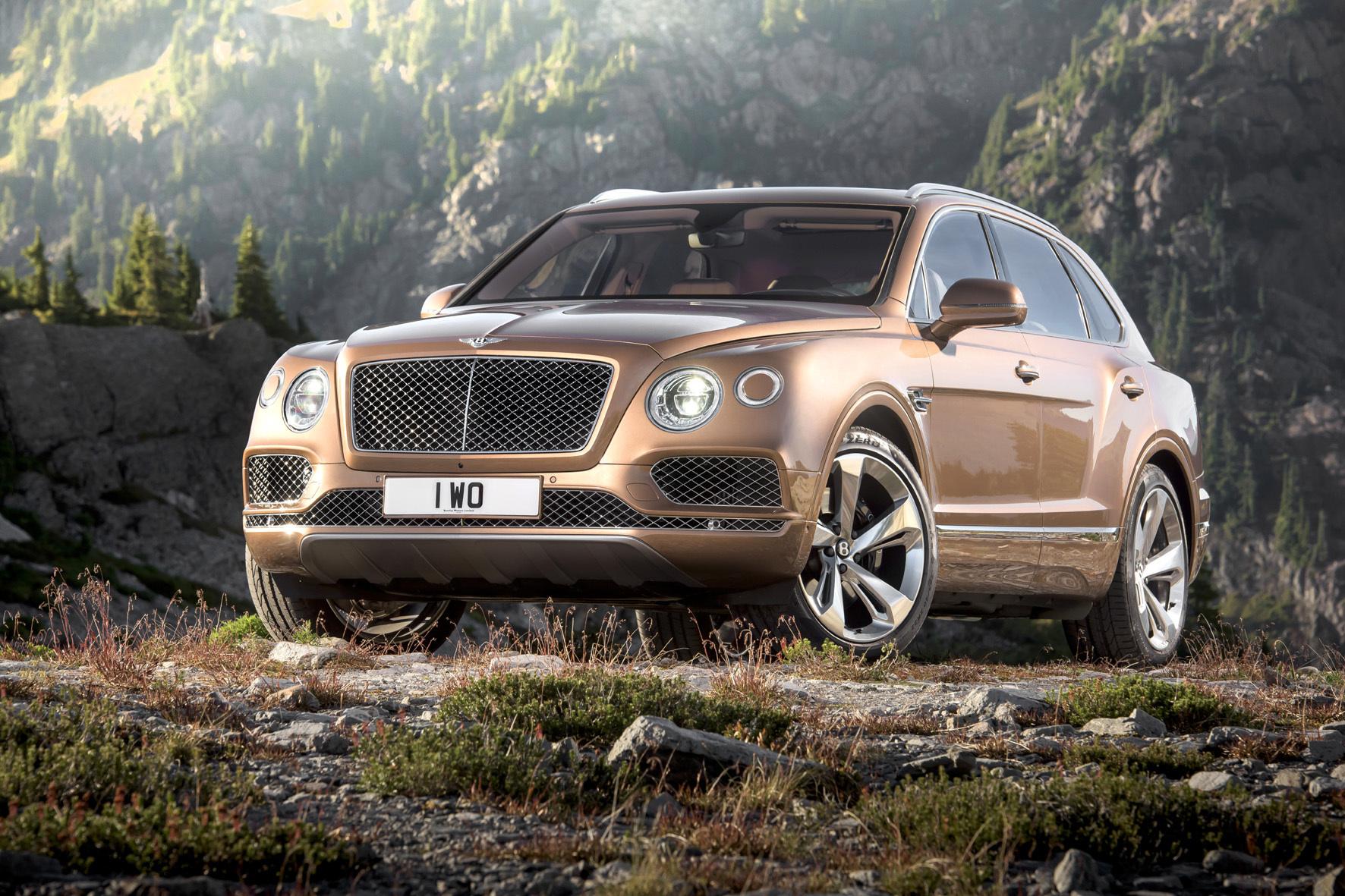 mid Düsseldorf - Ein wahrer Koloss unter den Luxus-SUV: der neue Bentley Bentayga.