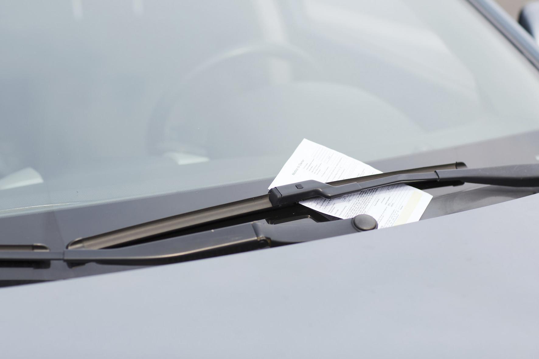 mid Düsseldorf - Mehr als jeder zweite deutsche Autofahrer hat schon einmal einen Strafzettel fürs Falschparken bekommen.