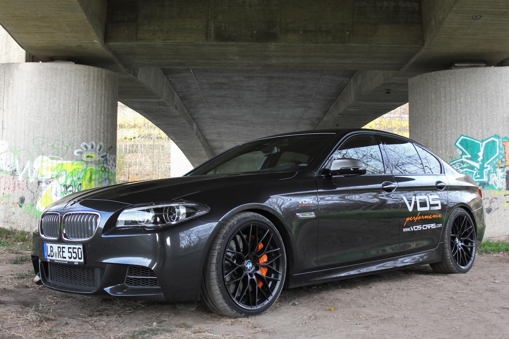 mid Düsseldorf - Tuner VOS verpasst dem Sechszylinder des BMW M 550d ein Leistungs-Update auf 450 PS und 800 Nm Drehmoment. Das mache die Limousine zum wohl schnellsten BMW-Diesel der Welt mit einem Topspeed von mehr als 300 km/h.