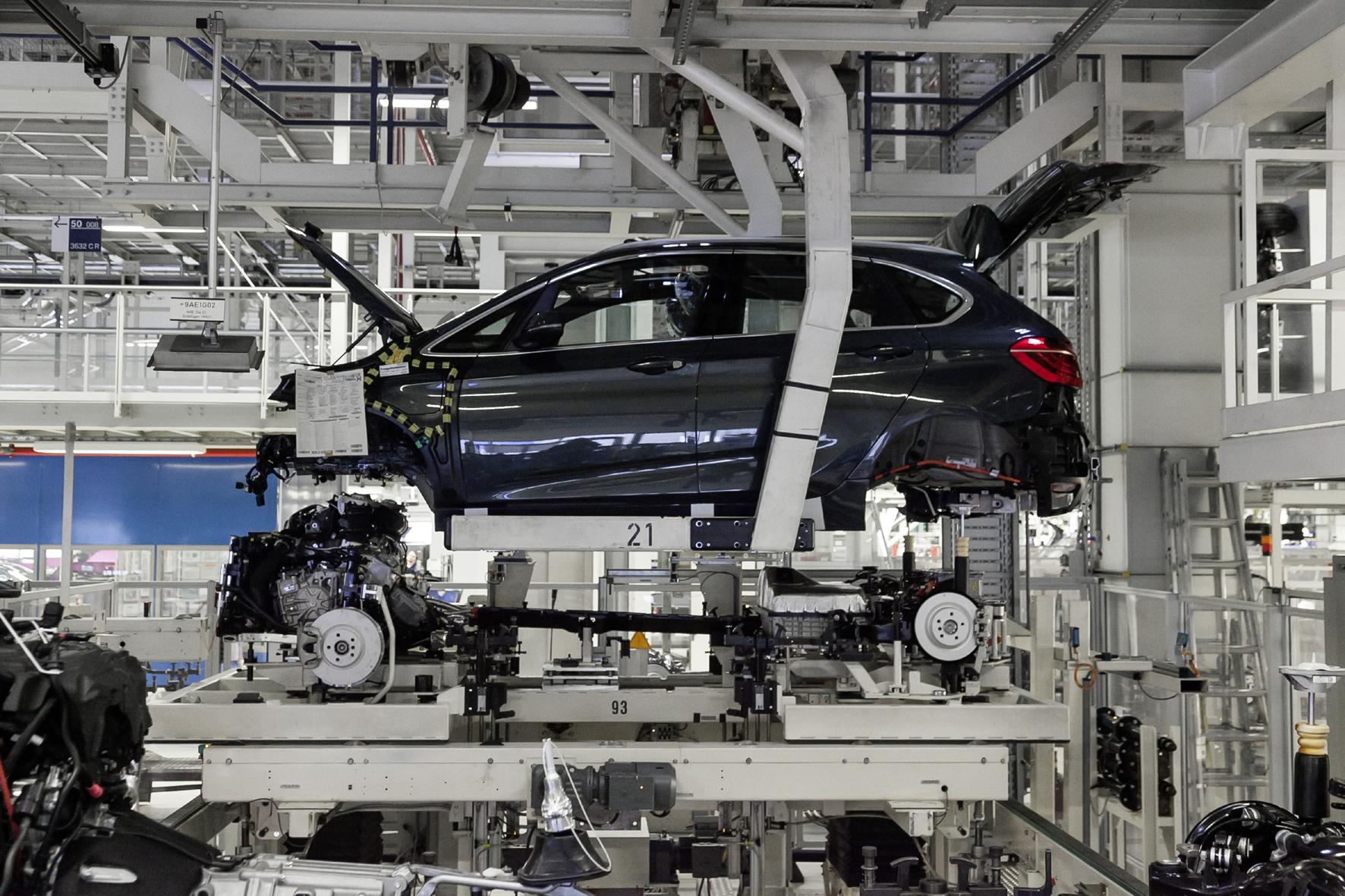 mid Düsseldorf - BMW baut auch seinen zweiten Plug-in-Hybriden 225xe im Werk Leipzig.