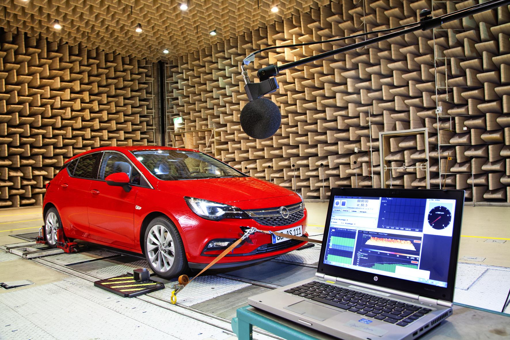 mid Düsseldorf - Im Akustiklabor von Opel geht es um den guten Ton des Astra.