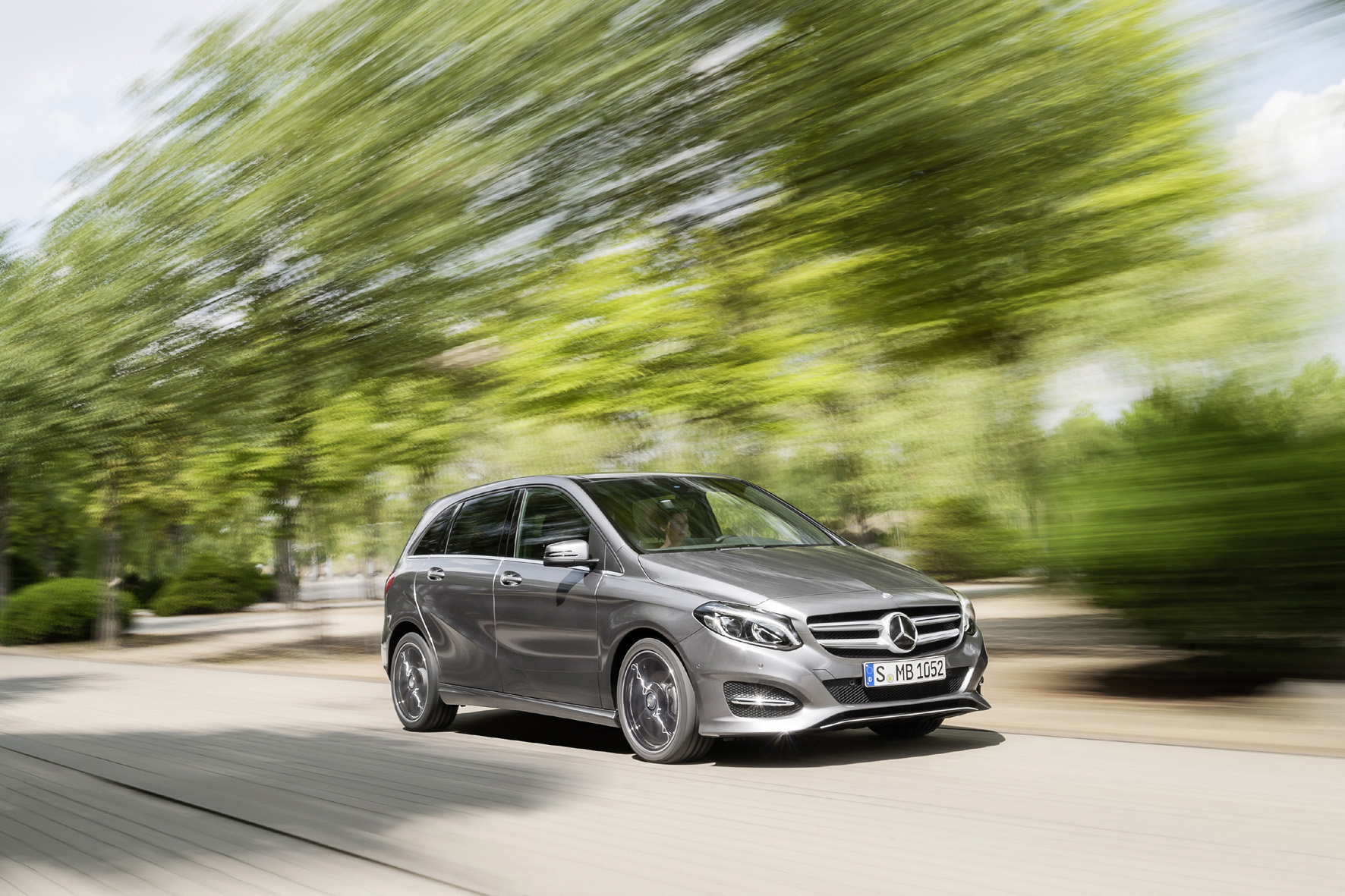 """mid Düsseldorf - Mehr Sportlichkeit für die B-Klasse: Mercedes bietet für seinen Kompakt-Van jetzt das """"Dynamic Select""""-System mit vier Fahrprogrammen an."""