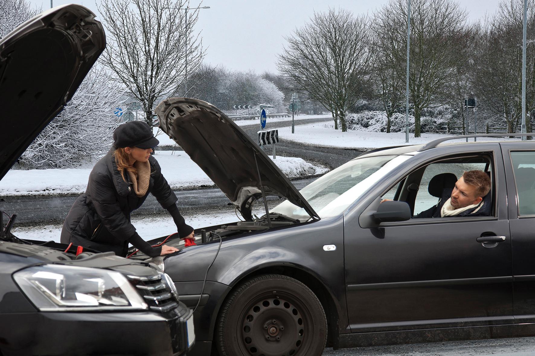 mid Düsseldorf - Diese Erfahrung haben im Winter schon viele Autofahrer gemacht. Der Wagen springt nicht an, weil die Batterie den Geist aufgegeben hat. Ein Überbrückungskabel macht die müde Batterie wieder munter.