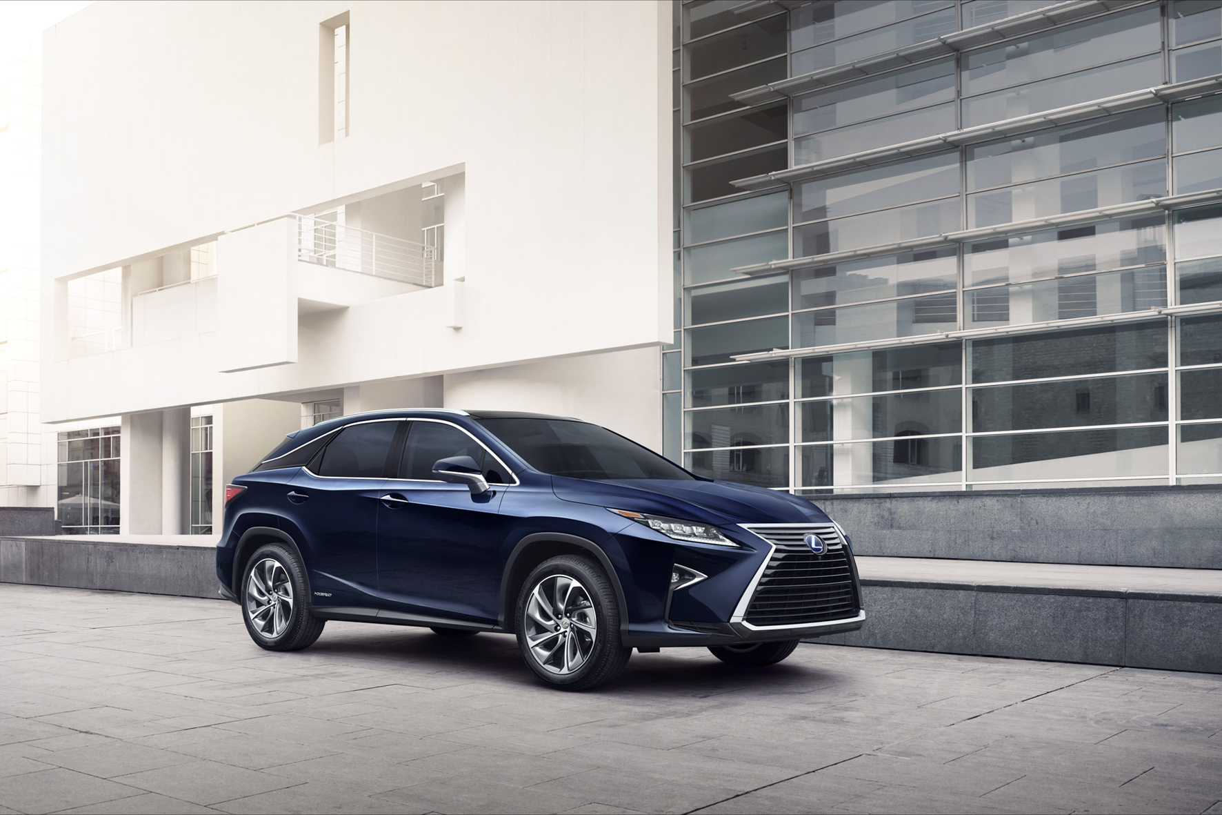 mid Lissabon - Japanisches Erfolgs-SUV im neuen Zwirn: der Lexus RX.