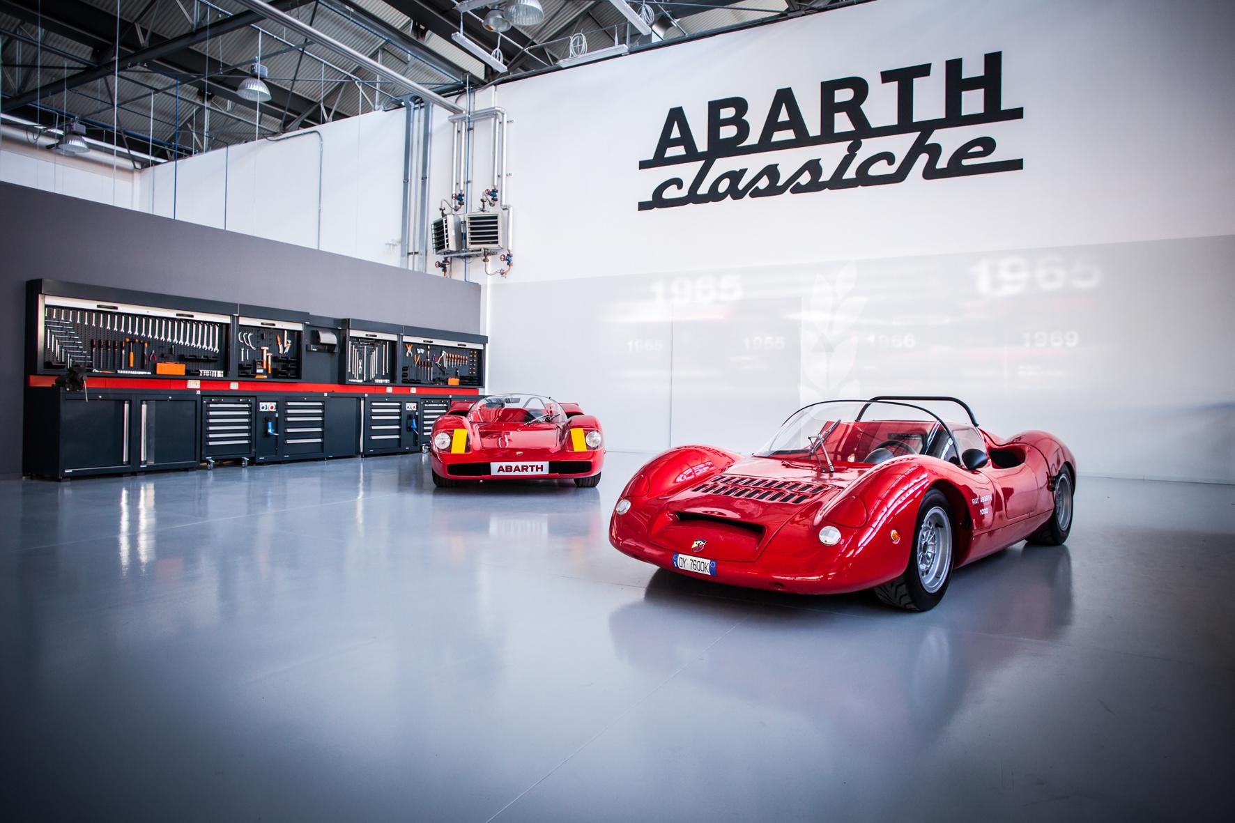 mid Turin - Im Turiner Stadtteil Mirafiori hat Fiat jetzt den Abarth Classiche eröffnet. Hier werden künftig historische Serien- und Rennfahrzeugen der Marke mit der größtmöglichen Originaltreue restauriert.