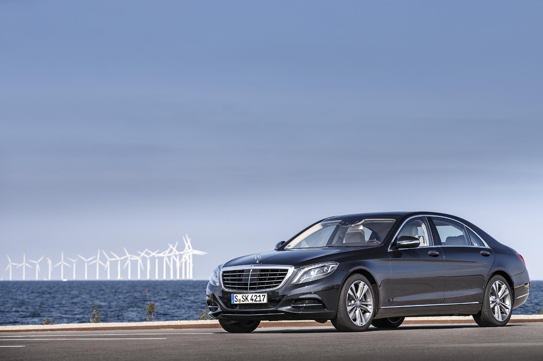 mid Düsseldorf - Mercedes-Benz hat bei der diesjährigen Auto Trophy den Titel als beste Marke eingefahren. Die S-Klasse (Foto) wurde bei der Leserwahl zur besten Luxus-Limousine weltweit gekürt.