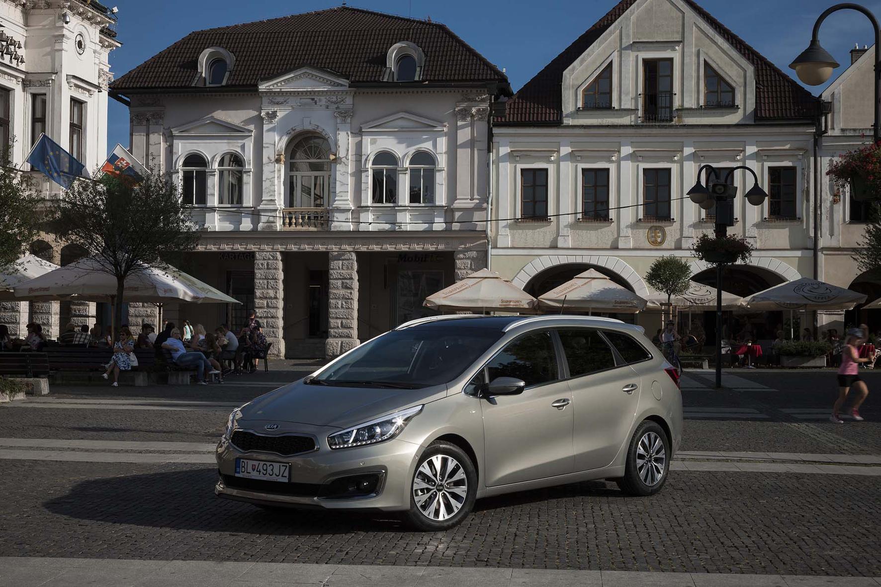 mid Düsseldorf - Kia setzt seinen neuen Dreizylinder-Benziner 1.0 T-GDI jetzt in weiteren Modell-Varianten des Ceed und Ceed Sportwagon (Foto) ein.