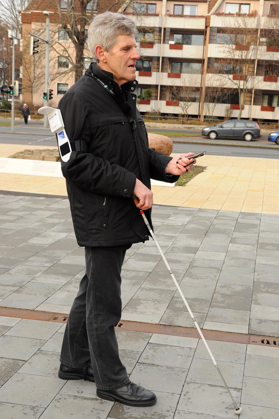 """mid Düsseldorf - Menschen mit Behinderung benötigen spezielle bauliche Vorkehrungen, um mobil sein zu können. Diese """"Barrierefreiheit"""" müssen Städteplaner und Architekten künftig noch stärker berücksichtigen."""
