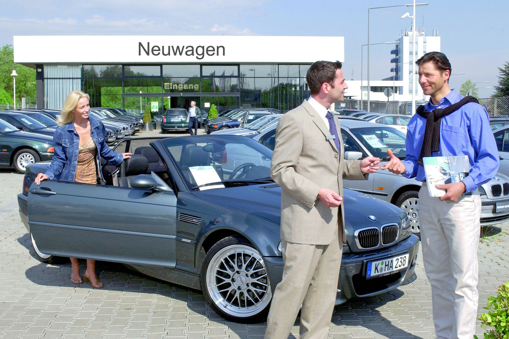 mid Düsseldorf - Auf dem deutschen Automarkt scheint die Sonne: So rechnet der Zentralverband Deutsches Kfz-Gewerbe (ZDK) für 2016 mit insgesamt 3,2 Millionen Pkw-Neuzulassungen.