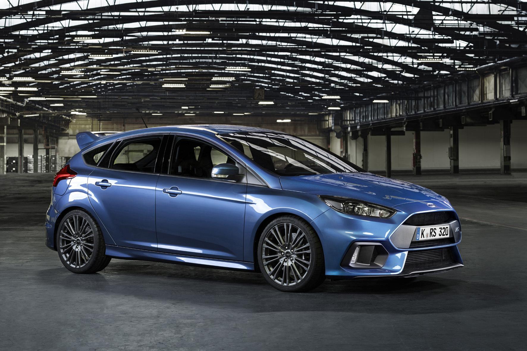 mid Essen - Ford bringt den 350 PS starken Focus RS nach Essen. Der kompakte Sportler soll die Kraft dank seines Allradantriebs souverän auf den Asphalt übertragen.