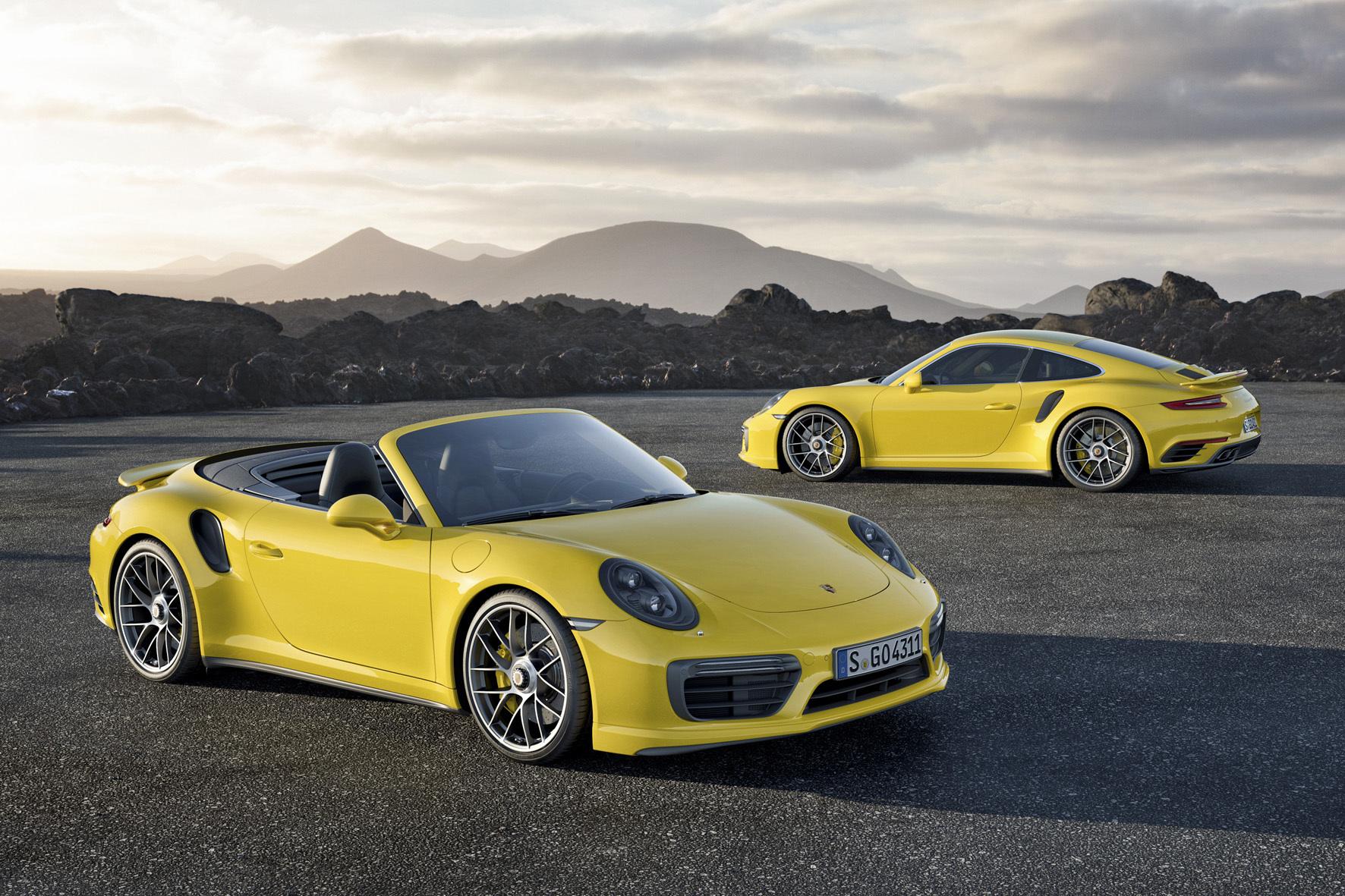 mid Düsseldorf - Porsche bringt auf der Detroit Motor Show die beiden Top-Modelle der 911er-Baureihe als Coupé und Cabrio in Stellung.