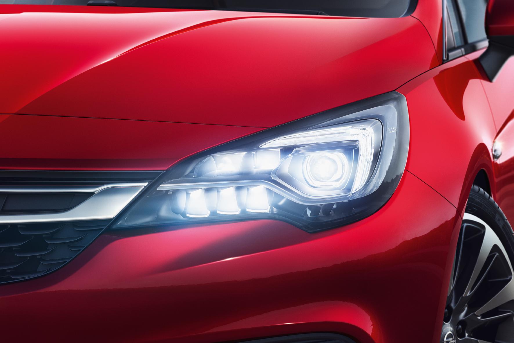 mid Düsseldorf - Das Opel-Lichtsystem IntelliLux-LED-Matrix-Licht verhilft Autofahrern zu einer weitaus besseren Sicht als mit konventionellen Leuchten.