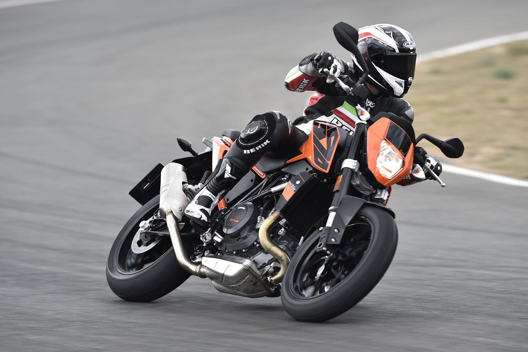 mid Gran Canaria - Die fünfte Generation der KTM Duke tritt so sportlich, stark und modern wie noch nie auf.