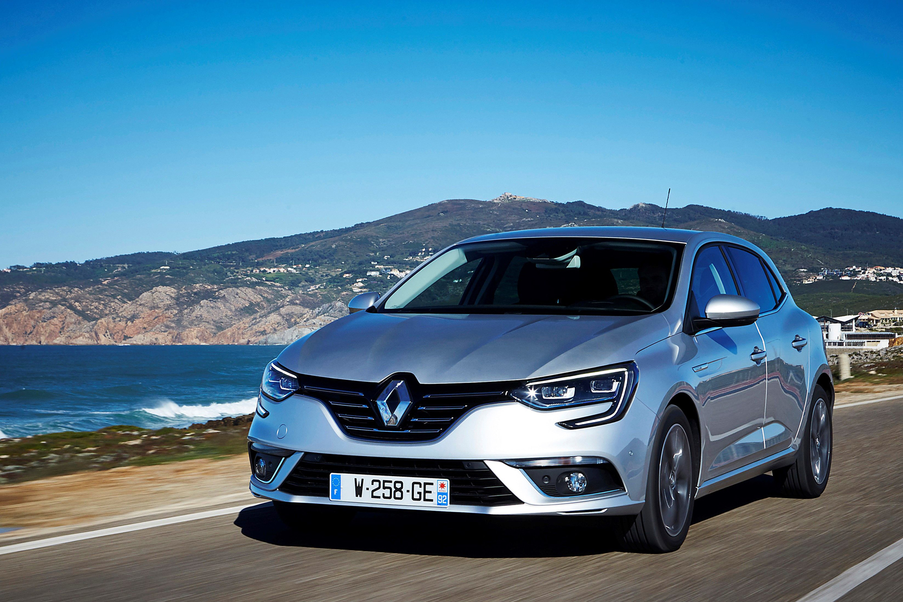 mid Groß-Gerau - Extravagant gestylt, mit modernen Sicherheits- und Komfort-Elementen und sparsamen Motoren: der neue Renault Mégane.