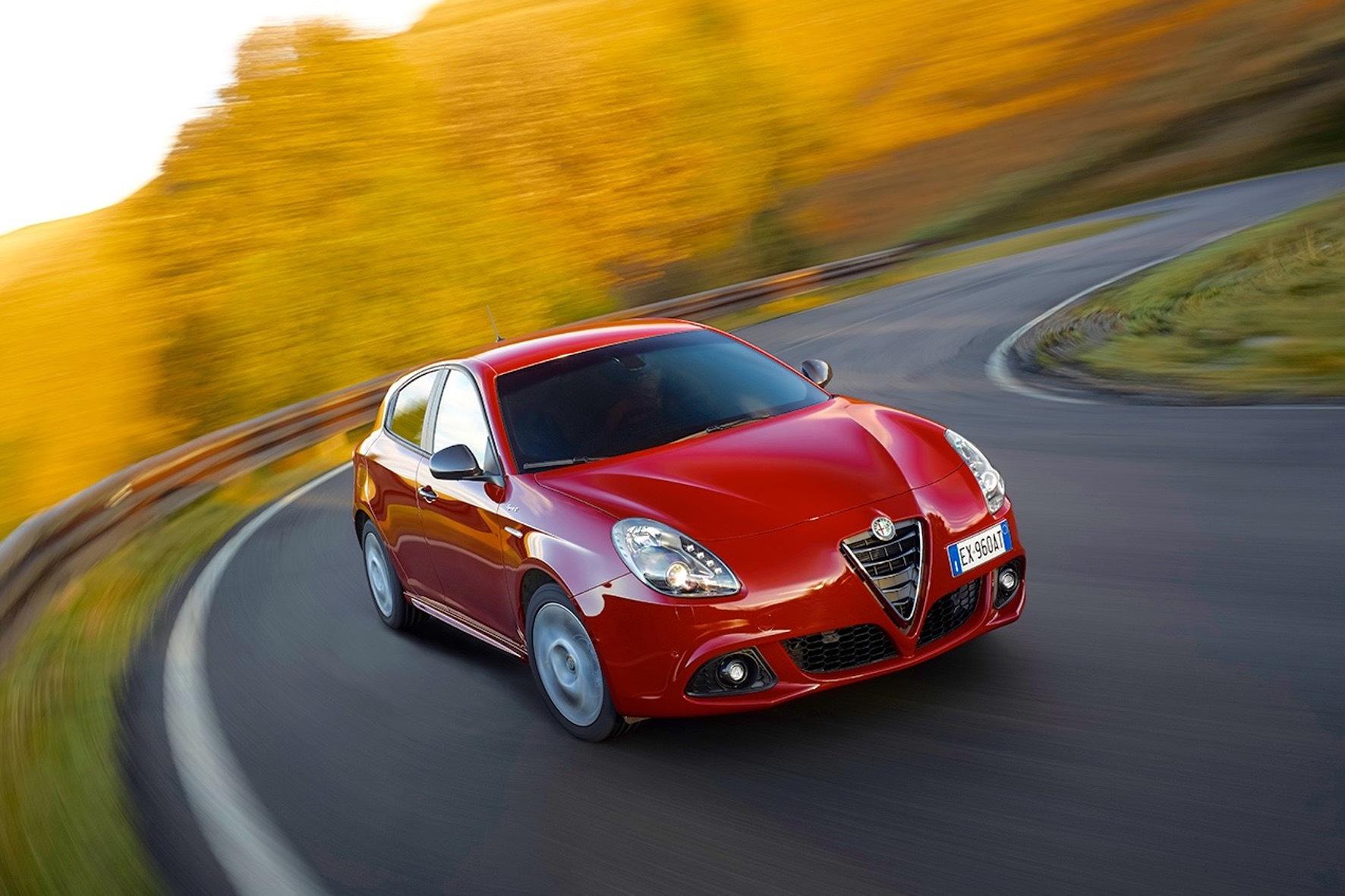 mid München - Sportlichkeit und Sparsamkeit: Bei der Alfa Romeo Giulietta mit dem 175-PS-Dieselmotor ist das kein Widerspruch.