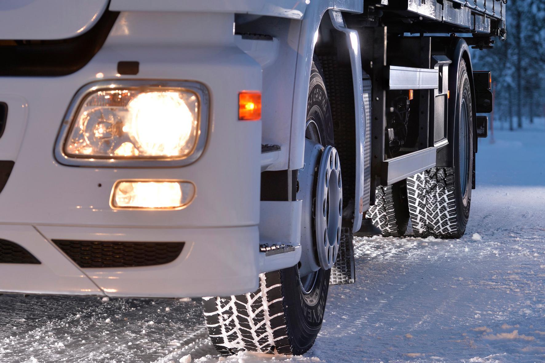 """mid Groß-Gerau - Härtetest für Goodyears Lkw-Winterreifenserie Ultra Grip MAX: Der Reifenhersteller lässt seine Pneus jetzt von Transportunternehmen """"probefahren""""."""