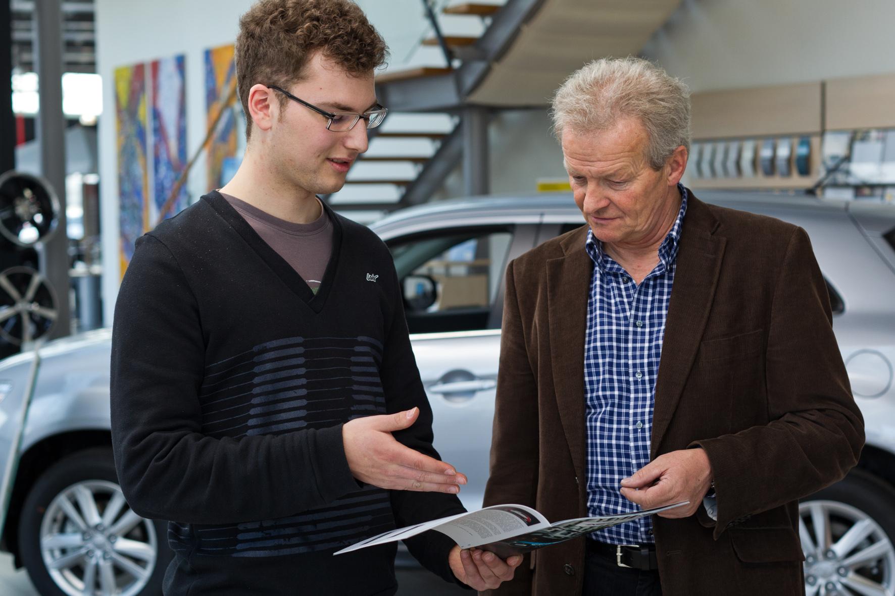 mid Groß-Gerau - Neuwagenkäufer in Deutschland sind im Durchschnitt 53 Jahre alt, und jedes dritte neue Auto wird von Menschen über 60 Jahre gekauft.