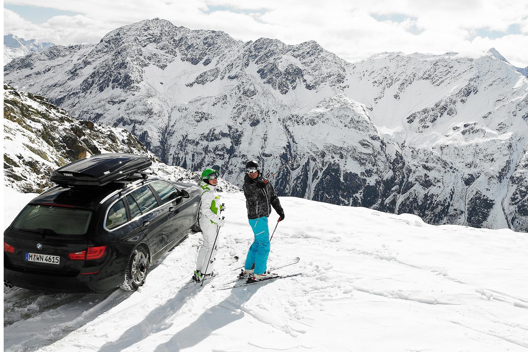 mid Groß-Gerau - Für den Skiurlaub bieten sich Dachboxen für den Pkw zum Beispiel zur Unterbringung der sperrigen Skier an. Wichtig ist aber, dass Autofahrer nur geprüfte Boxen verwenden und diese auch korrekt beladen.