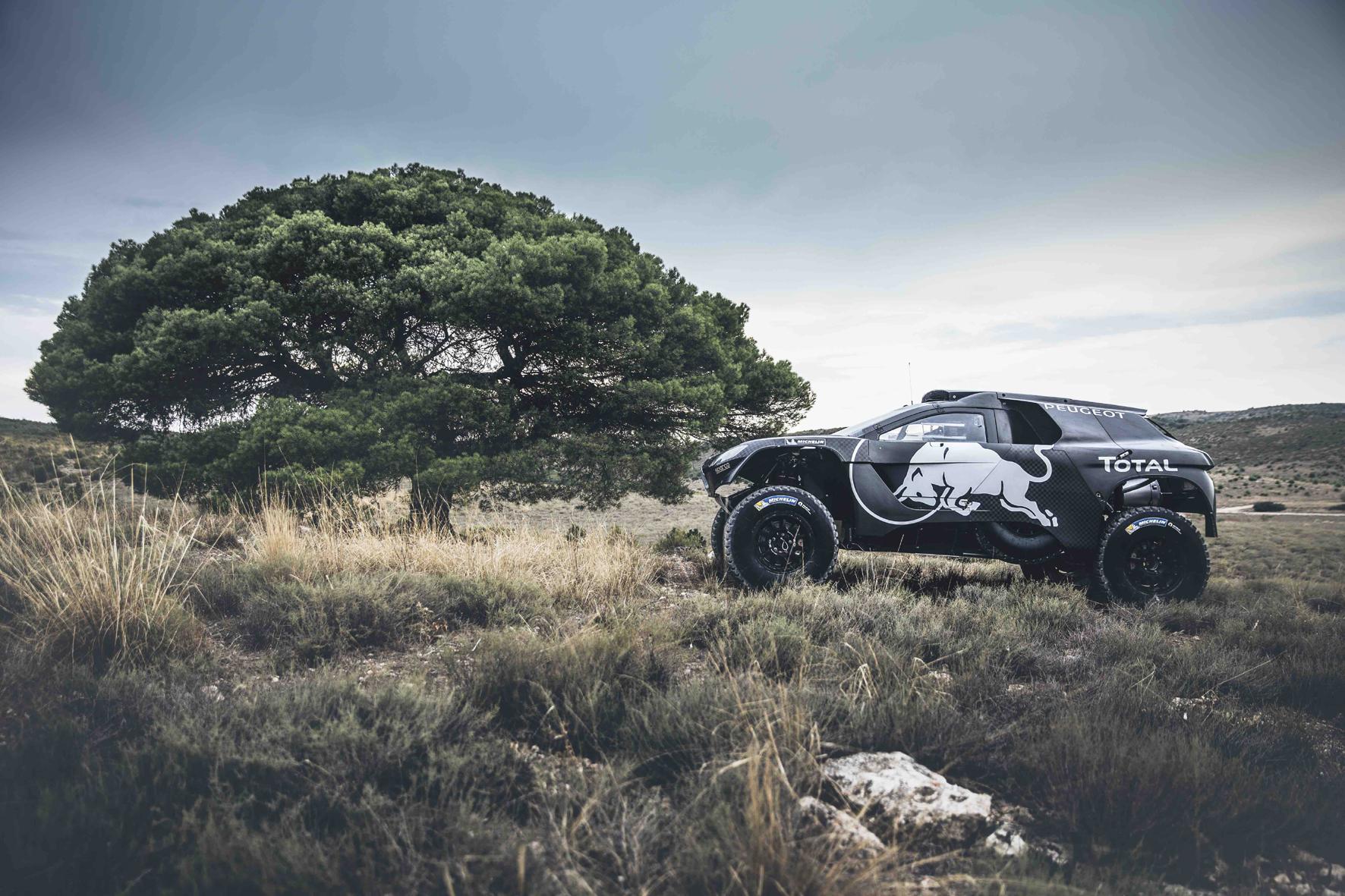 mid Groß-Gerau - Breiter, schneller, tiefer: Der neue Peugeot 2008 DKR16 soll bei der anstehenden Rallye Dakar nicht nur optisch eine gute Figur machen.