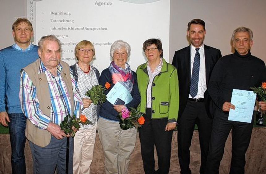 Ehrung der Jubilare (v. l.): Christian Rohr (Vize), Horst Ewald (40 Jahre Mitglied), Iris Pfeil (25 ...