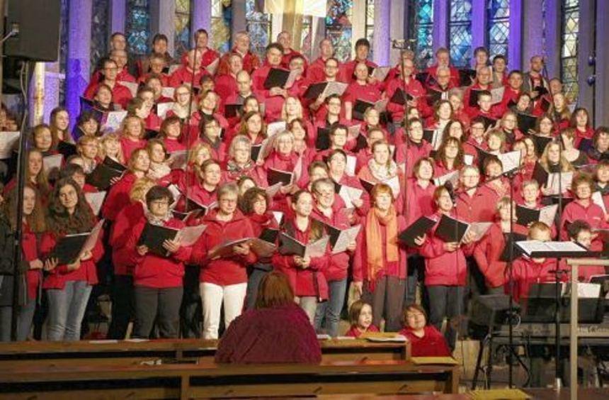 """Der Chor """"Maranatha"""" bereichert Gottesdienste in der Region und gibt in Walldürn ein Benefizkonzert ..."""