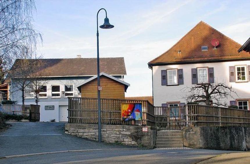 Sein 75-jähriges Bestehen feiert der Bofsheimer Kindergarten. Das Bild zeigt links das Hauptgebäude ...