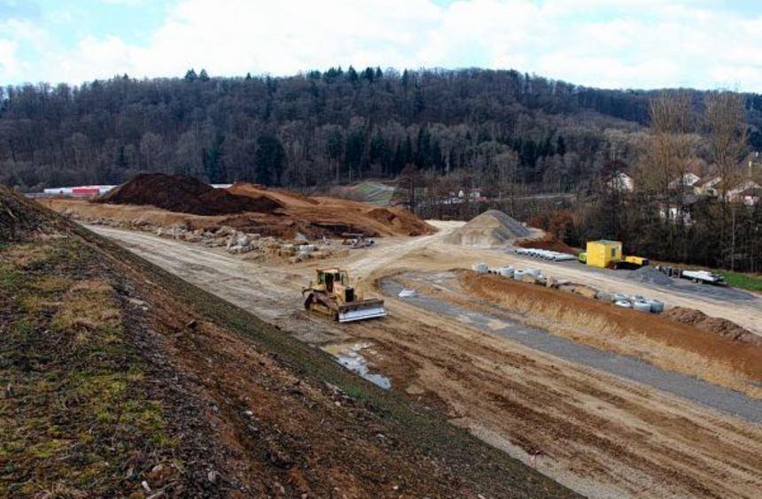 Die Arbeiten an der neuen Umgehungsstraße laufen. Auf dem Bild links ist rechts die neue Anbindung ...