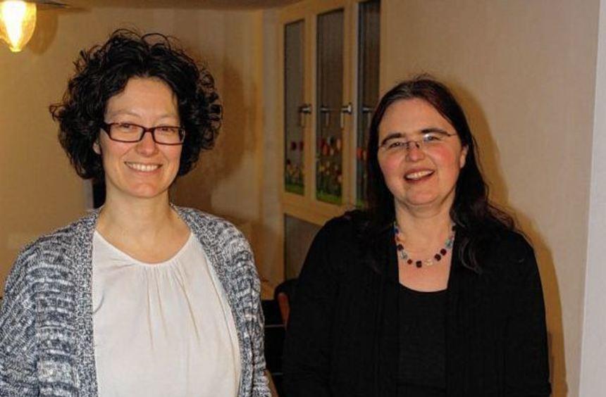 Die beiden Mütter und Katechetinnen Melanie Schille und Annette Leuther mit ihren Kindern Moritz ...