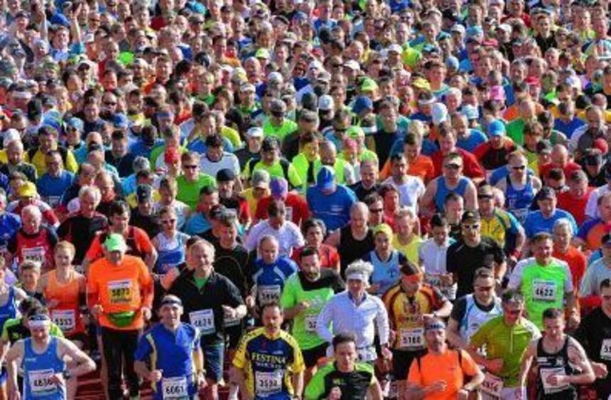 Start des 43. Rennsteiglaufs im vergangenen Jahr in Neuhaus (Thüringen). Insgesamt rund 15 000 ...