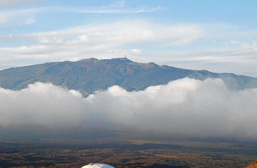 Im Kuppelbau am Fuß des Vulkans Mauna Loa ist das Leben nicht ganz unbeschwerlich.
