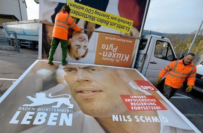 Nach der für die SPD verlorenen Wahl werden die Plakate abgebaut.