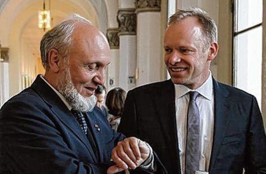 Der Mannheimer Wirtschaftsprofessor Clemens Fuest (re.) löst Hans-Werner Sinn an der Spitze des ...