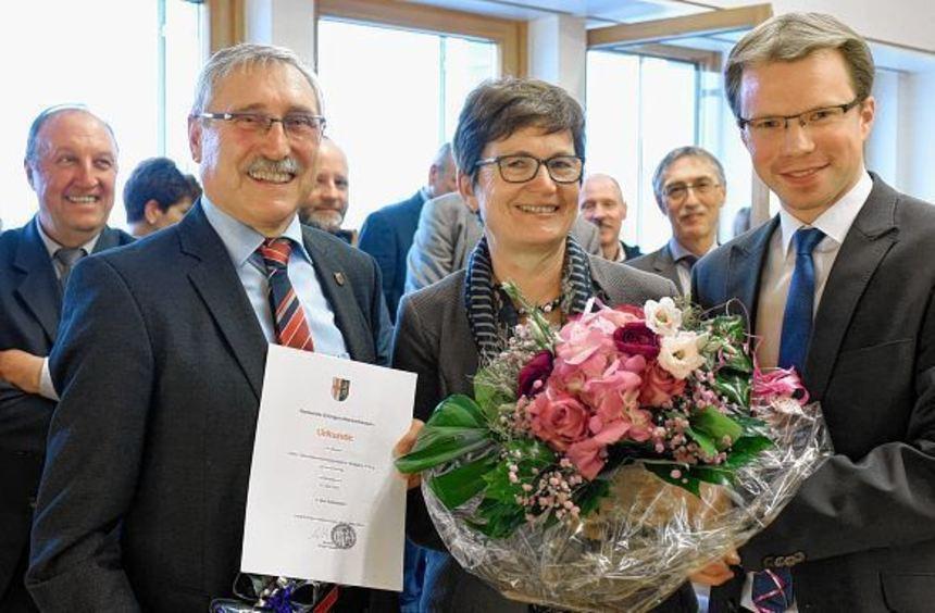 Verabschiedung im Bürgersaal des Rathauses (von links): der scheidende Hauptamtsleiter Wolfgang ...
