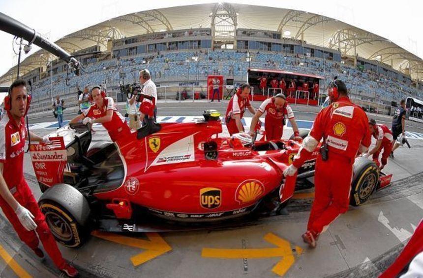 Teams, Verantwortliche, Fahrer (hier Ferrari-Pilot Kimi Räikkönen) und Fans werden in Bahrain genau ...