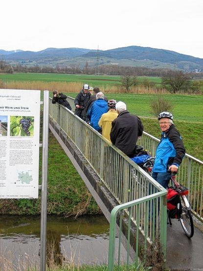 Eng geht es auf der Weschnitzbrücke bei Lorsch zu.