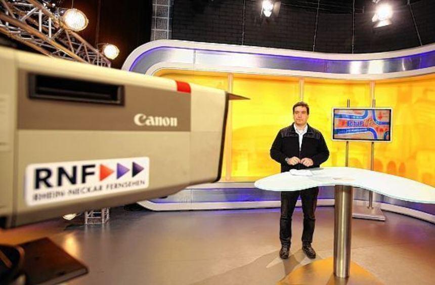Das RNF bei der Arbeit: Ralph Kühnl moderiert die Nachrichten.