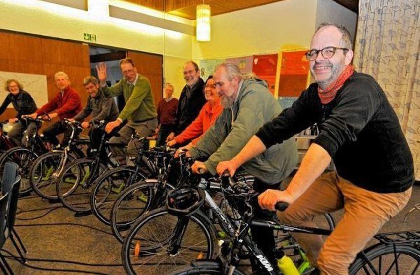 Im evangelischen Gemeindehaus in Zwingenberg machten die Radfahrer des Versöhnungsbundes auf ihrer ...