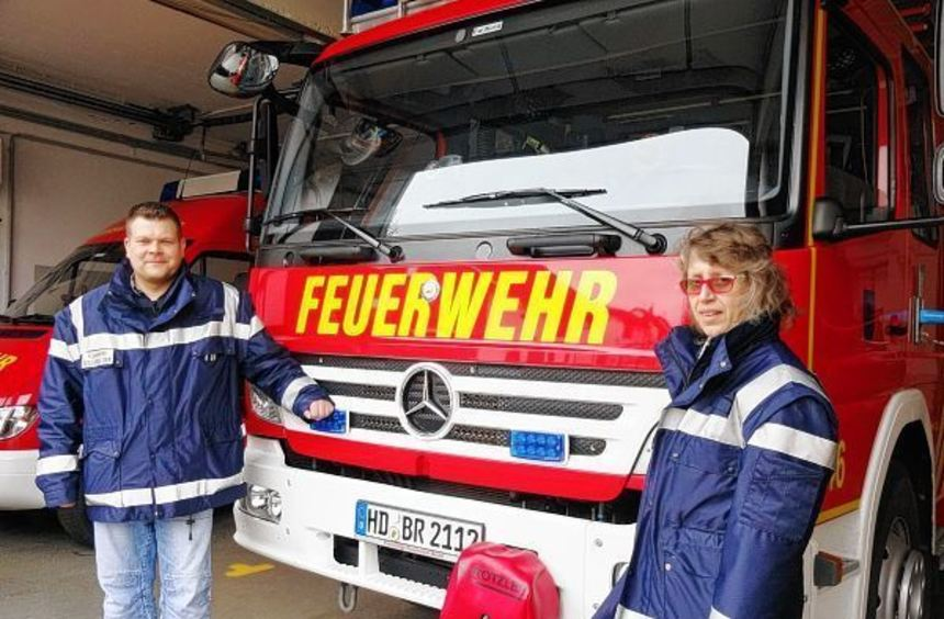 Rotkreuzlerin Martina Kohl und Feuerwehrmann Cort Bröcker engagieren sich in der Region als ...