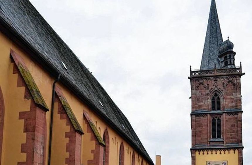 Die Gerüstbauarbeiten für die Außensanierung der Stiftskirche - mit Ausnahme der Westfront, ...