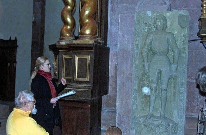 Eine Sonderführung zu den Grabdenkmälern im Kloster Bronnbach bot am Donnerstag Regine Hörl an.