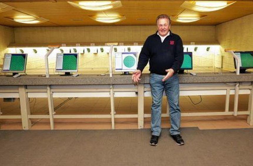 Stolz verweist Vorsitzender Jürgen Weiland auf die Sportanlagen des KKS - sie alle sind ...
