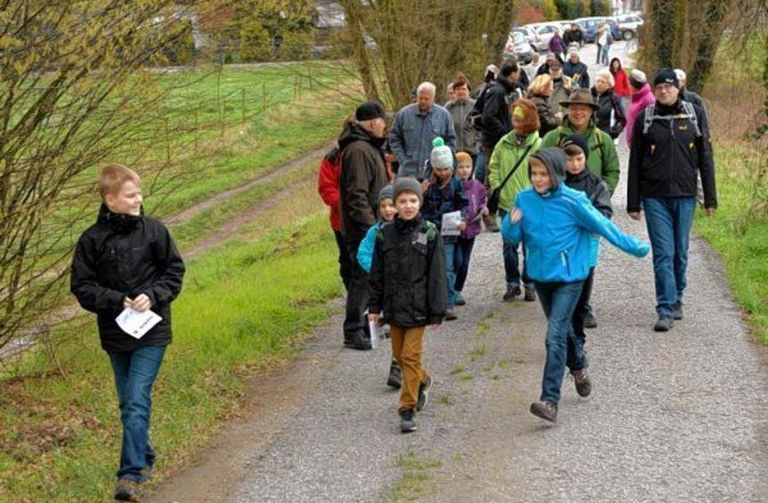 Bei Langwaden beginnt der Emmaus-Spaziergang nach Maria Einsiedel.