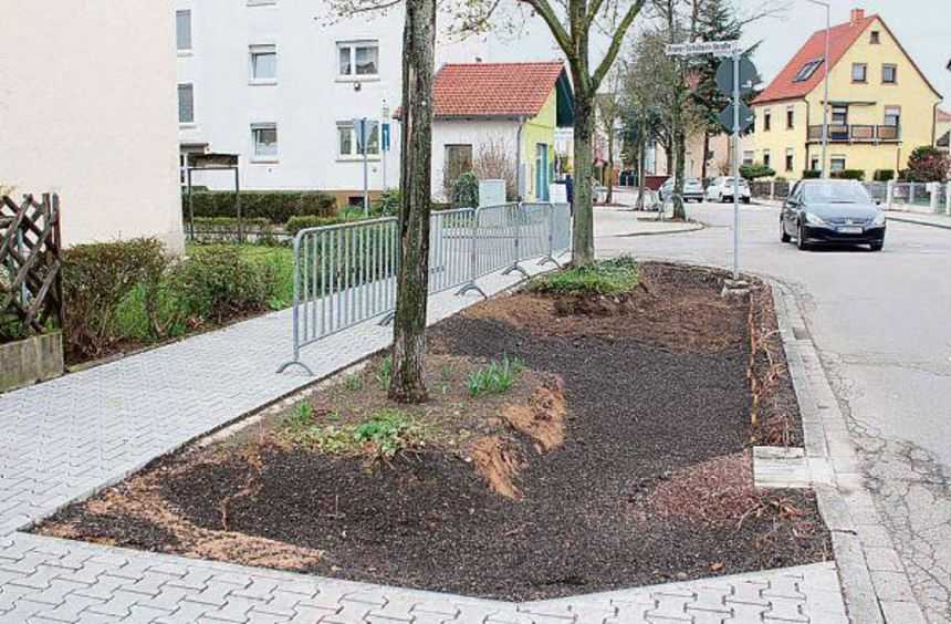 Noch nicht vollständig abgeschlossen sind die Arbeiten an den Sickerlöchern in der Straße Am ...